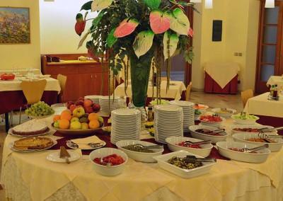 tavolo.rotondo-buffet-crystal