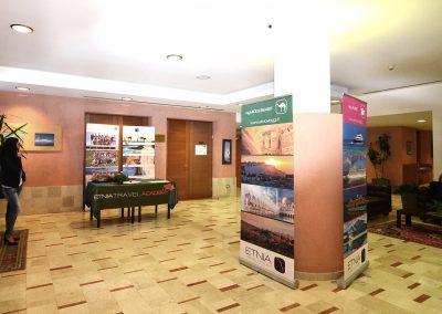 hall con spazi espositivi