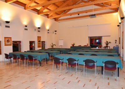 sala grande banchi scuola
